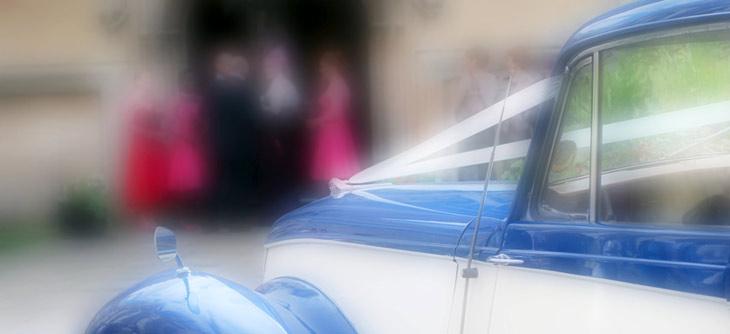 ankomst til kirken i limosine