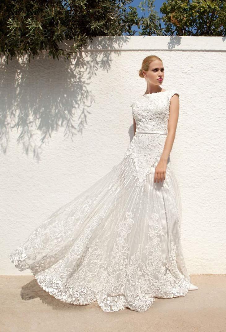 Vintage inspireret brudekjole med lige halsudskæring og smalt bælte