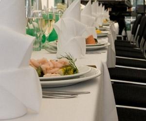 borddekoration med grønne farver