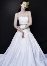 brudekjole farvet bånd