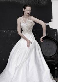 brudekjole atypiske stropper