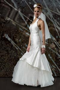 brudekjole ståkrave og tylskørt