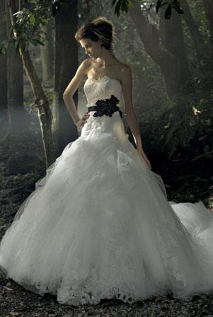 brudekjole skørt vandfaldseffekt