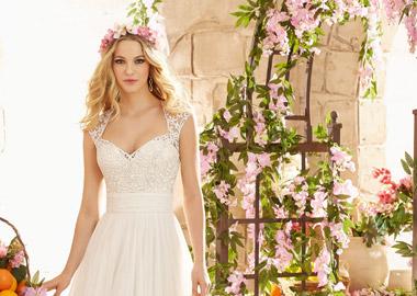 Brudekjole med fineste blonde stropper