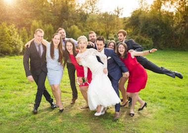 Brudepar med deres gæster