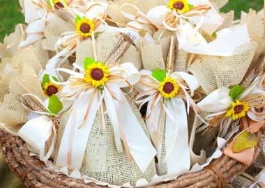 Lærredsposer dekorreet med bånd og solsikker