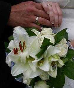 brudebuket med liljer og roser