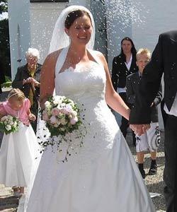 brudebuket af roser og pæoner