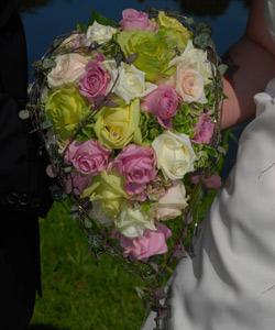 brudebuket med roser & hortensia
