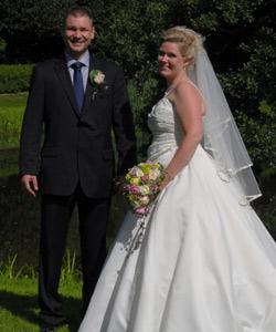 Brudepar med roser & hortensia