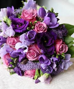 brudebuket roser fresier anemoner