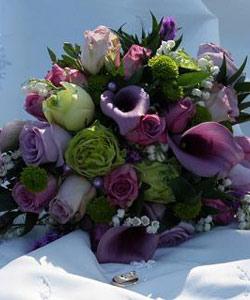 brudebuket callaer og roser