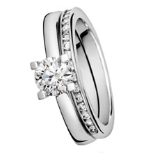 solitaire ring og alliance ring