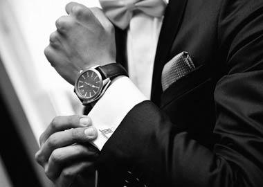 Mand med ur og manchetknapper
