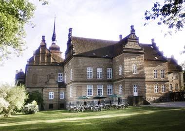 Holckenhavn Slot facade