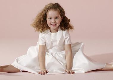 Lille brudepige i hvid brudepige kjole