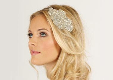 Brud med flot headpiece med perler