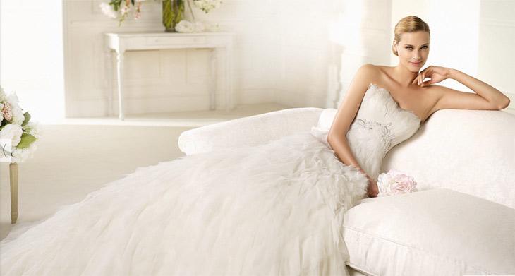 Brudekjole med fjer cordage fra Pronovias