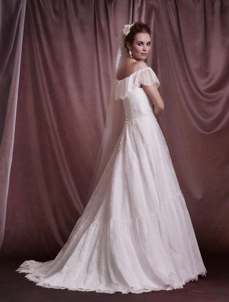 brudekjole med flæse krave