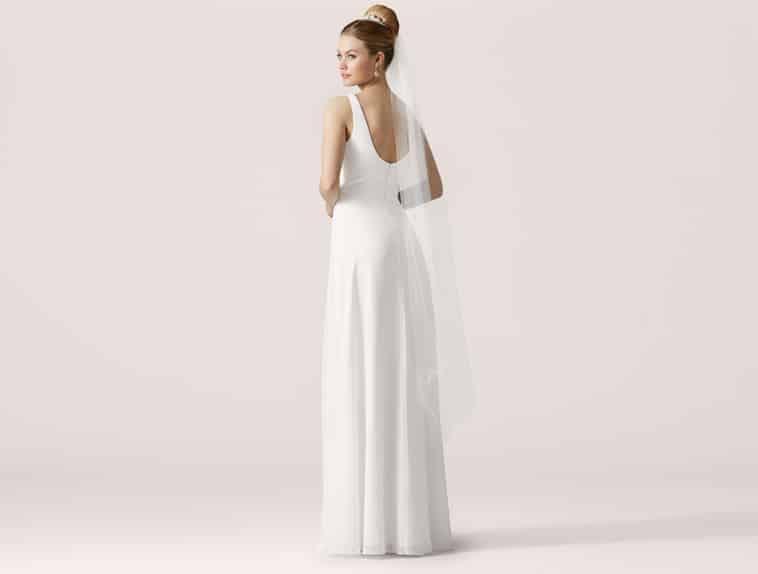 brudekjole med rundet udskæring ryg