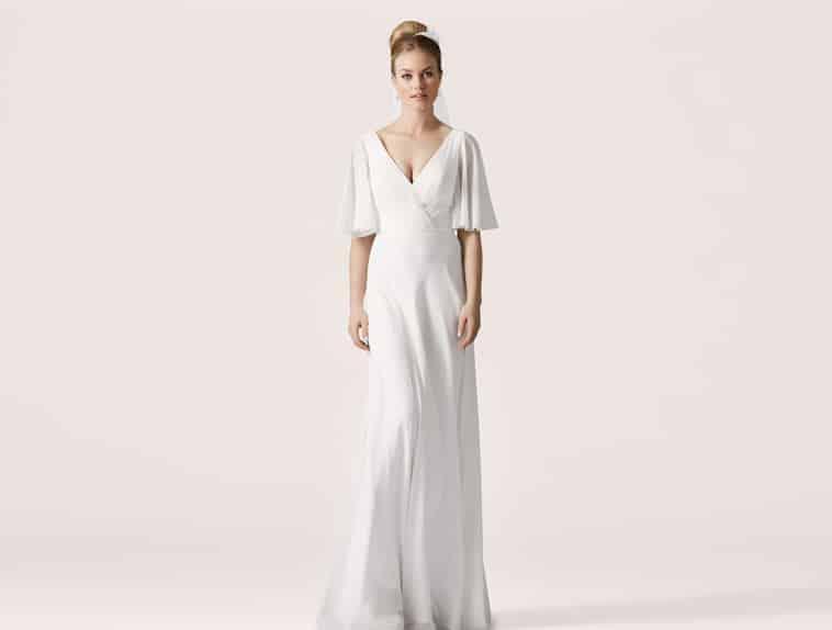 brudekjole med halvlange løse ærmer