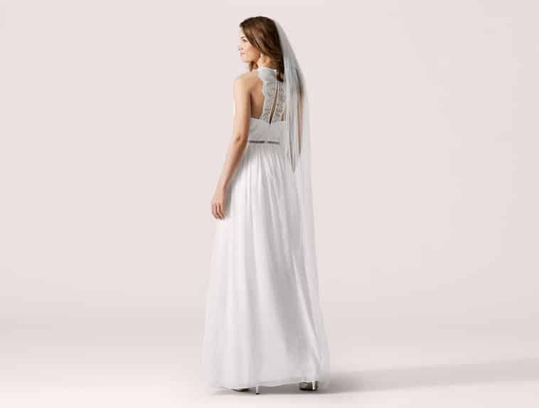 brudekjole med blonde stykke på ryggen