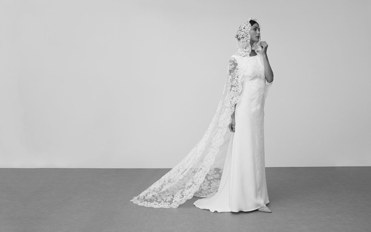 enkel brudekjole med blonde slør