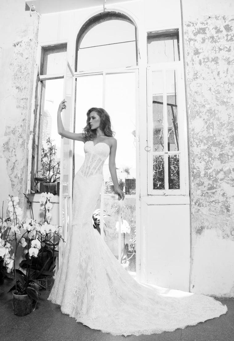 Brudekjole med corsage overdel