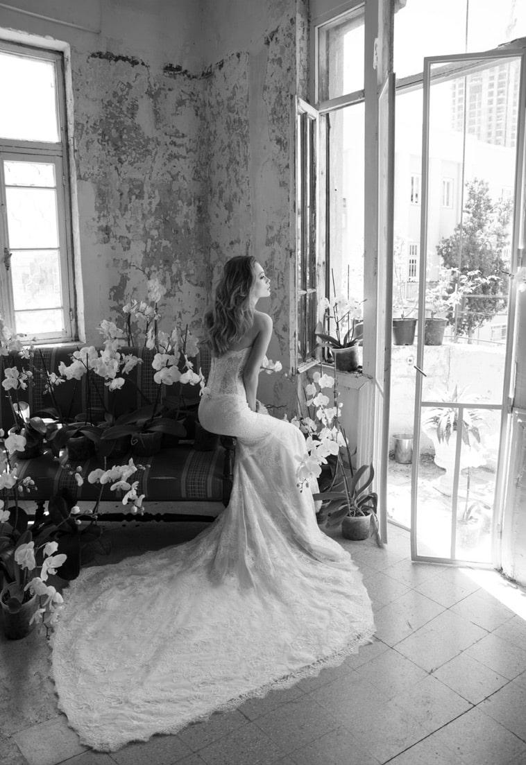brudekjole med helblonde