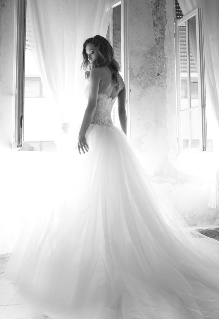 brudekjole med stort skørt