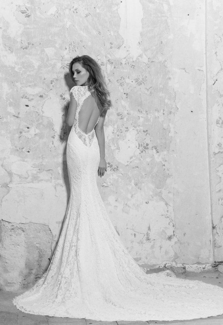Brudekjole med blonde og oval bar ryg
