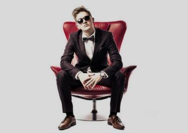 Mand i rød stol