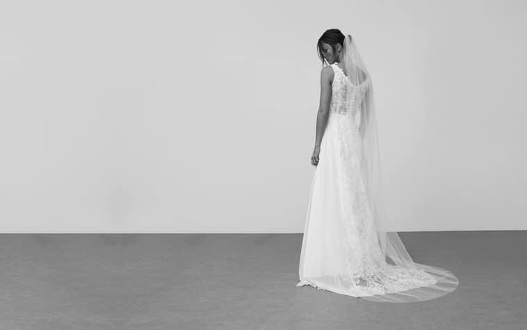 brudekjole med blonde ryg