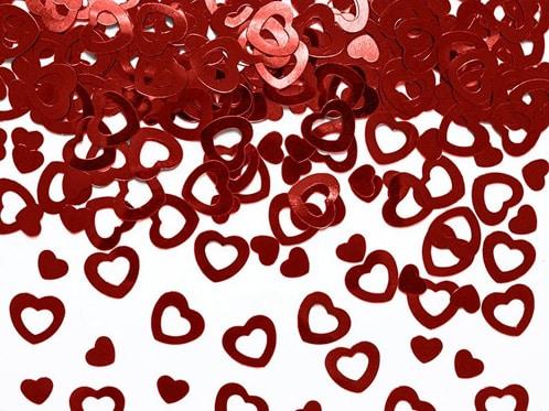 røde hjerteformede konfetti