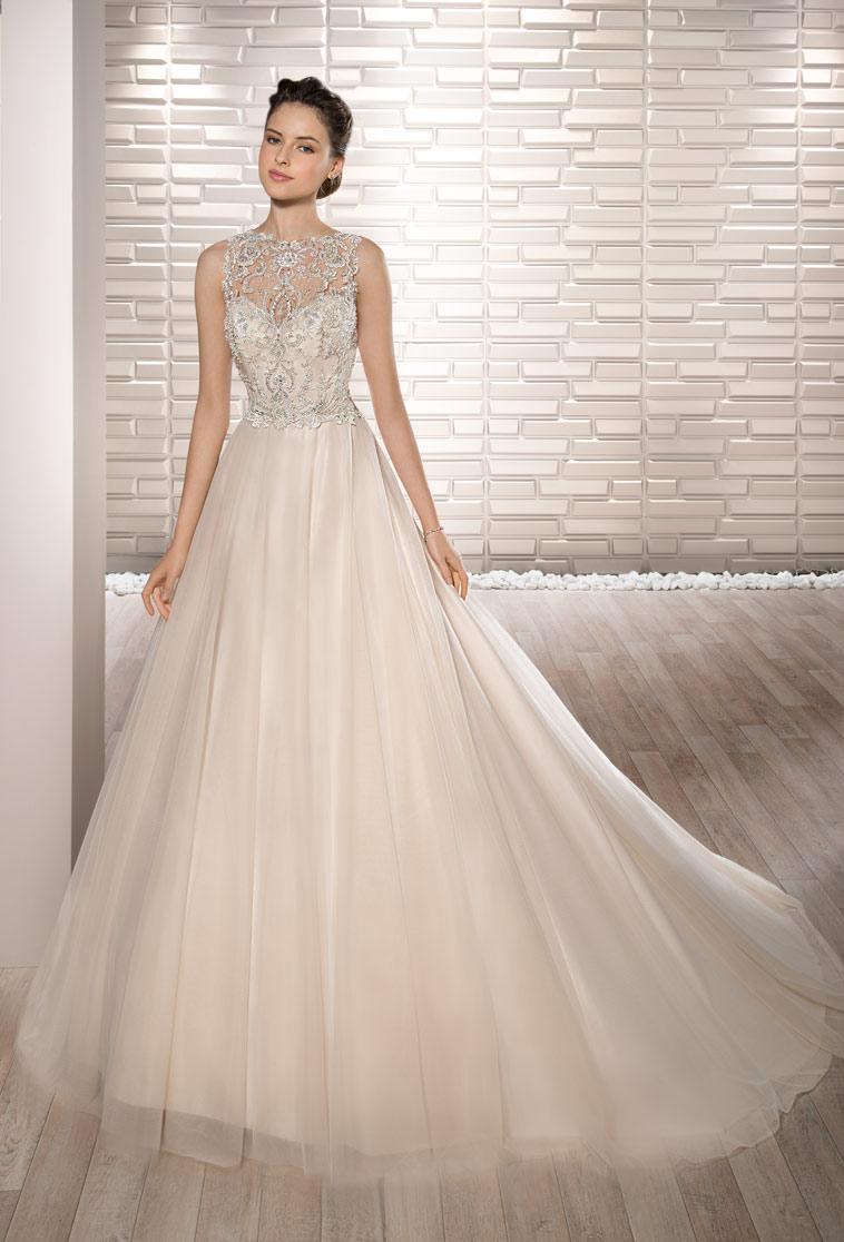 brudekjole i blush farve med meget fin overdel