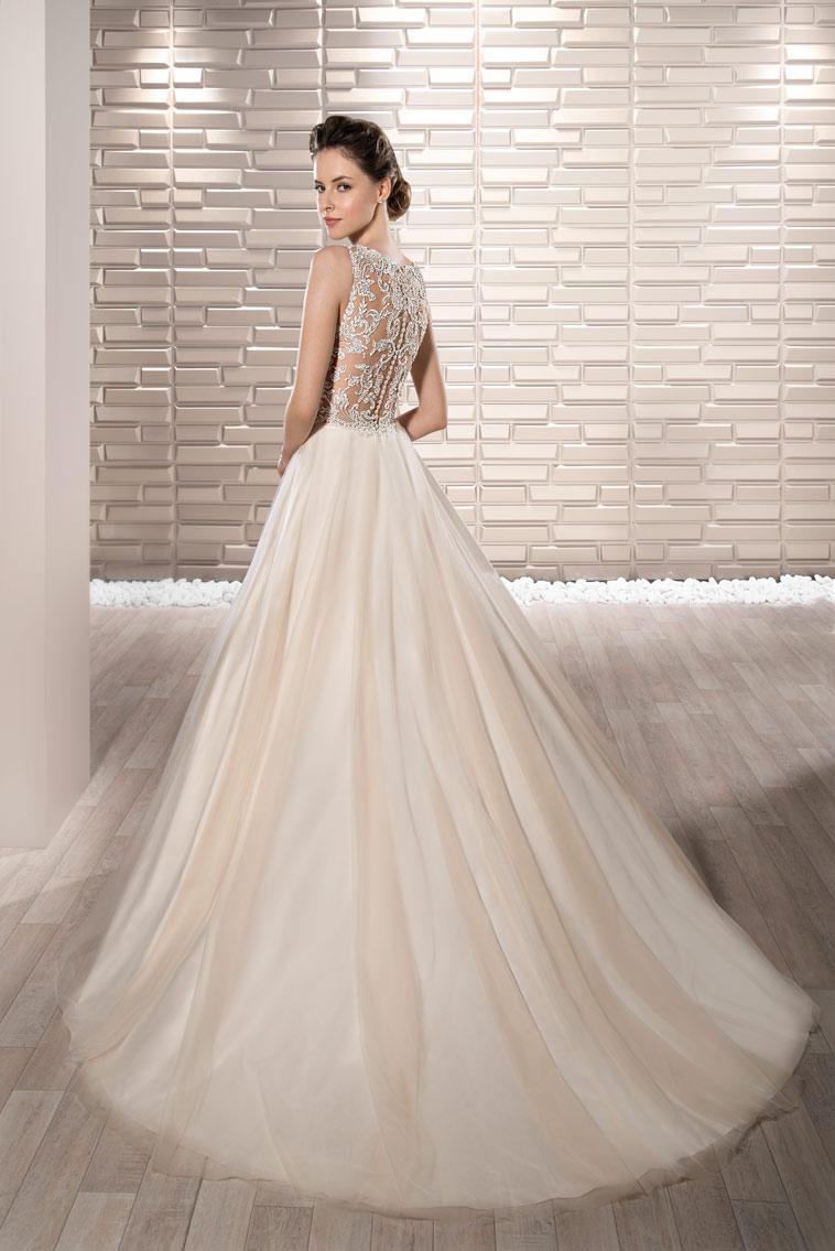blush farvet brudekjole med super fin overdel