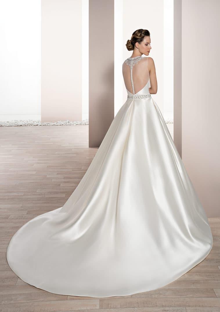brudekjole i satin med gennemsigtig ryg og bling effekt