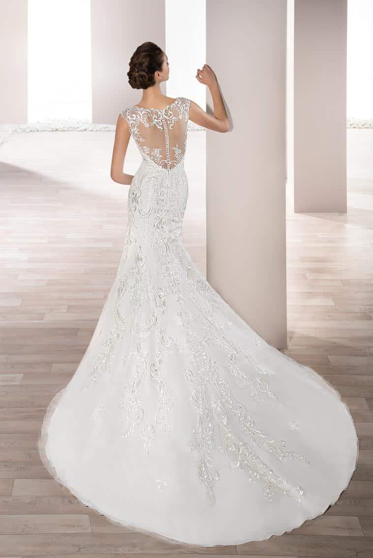 brudekjole havfruemodel med brede stropper og langt slæb
