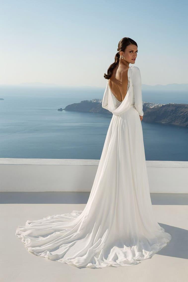 brudekjole med bølgende ryg