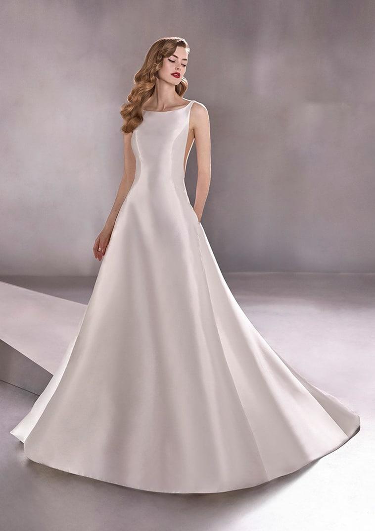 Smuk og enkel A-line brudekjole i satin