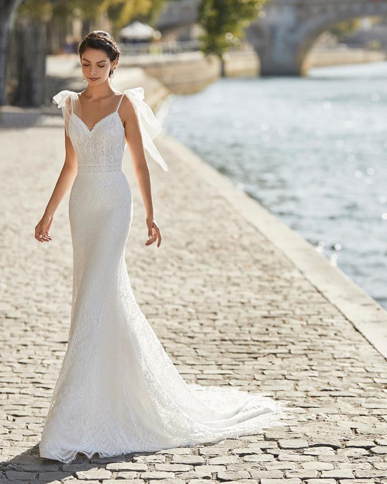 brudekjole med tynde stropper