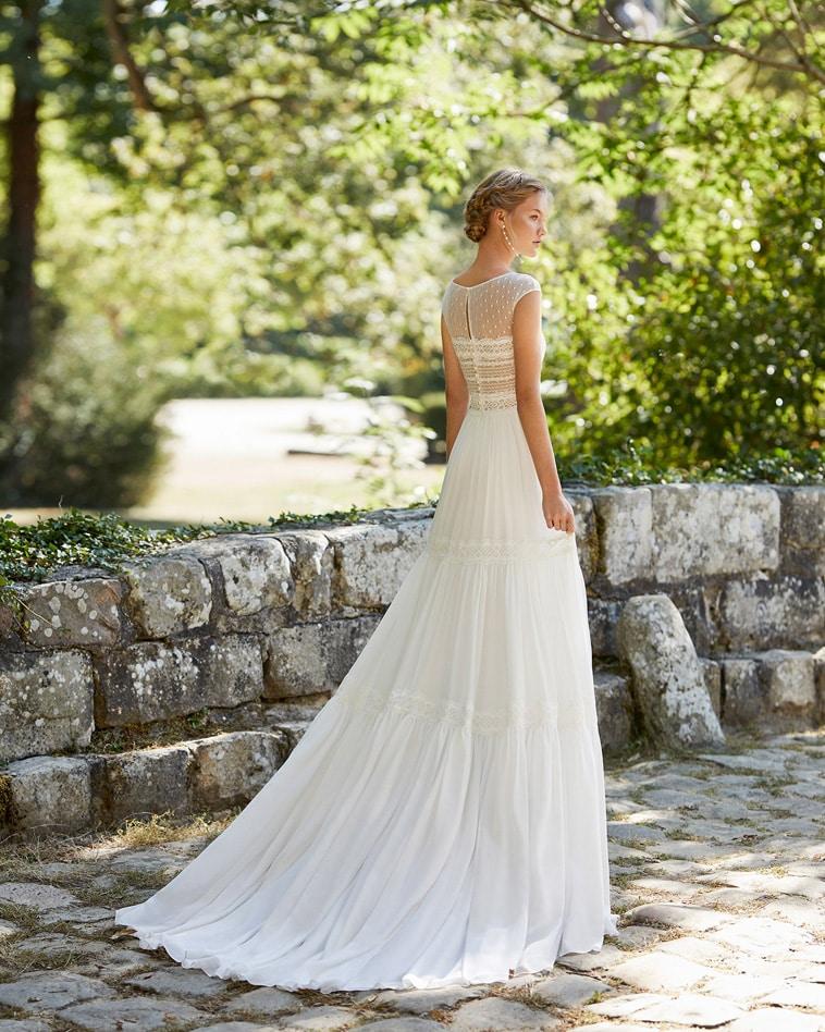 brudekjole i chiffon med prikket tyl