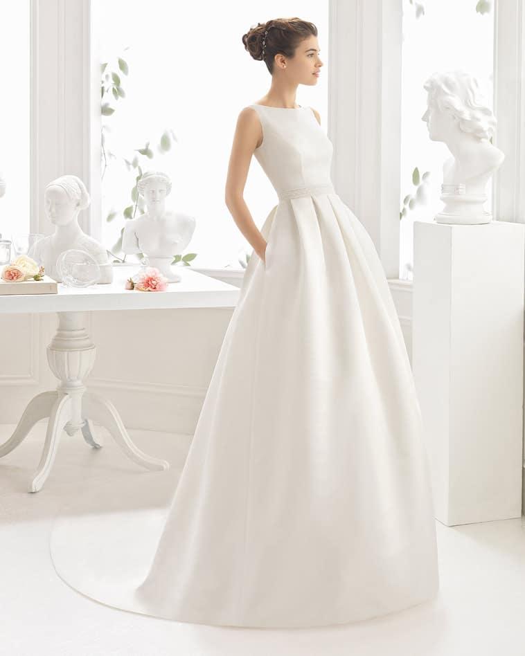 Brudekjole i satin med lommer
