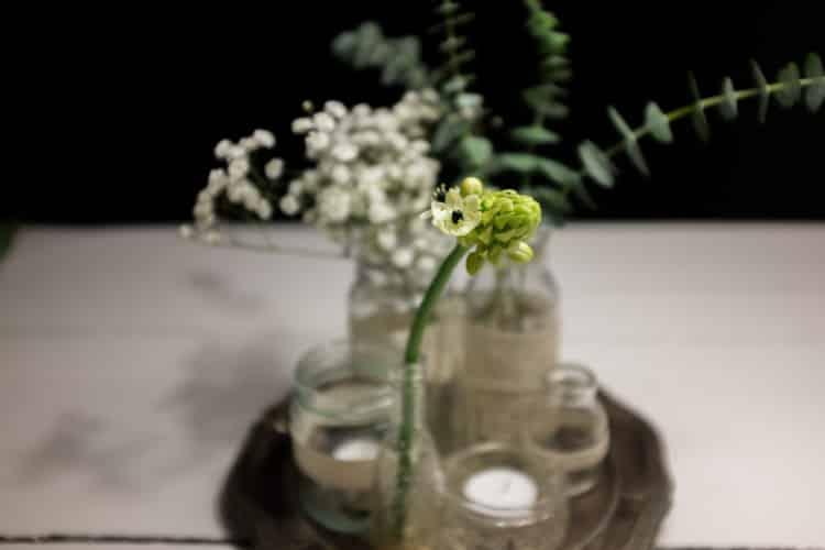 sylteglas med blonder og blomster