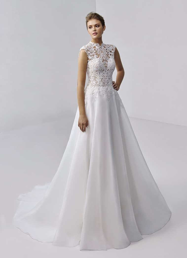 brudekjole med høj hals og blondetop