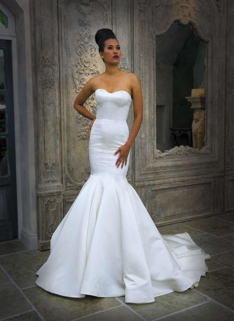 brudekjole med havfrue snit og stort skørt