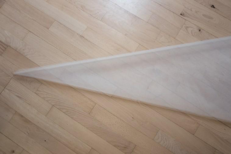 Hvid tyl som er foldet