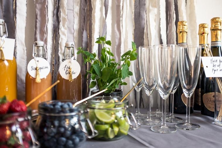 mimosa bar med bobler, juice og frugt