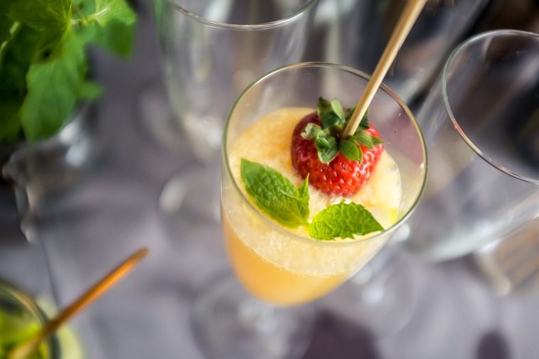 Close up billede af mimosa drink