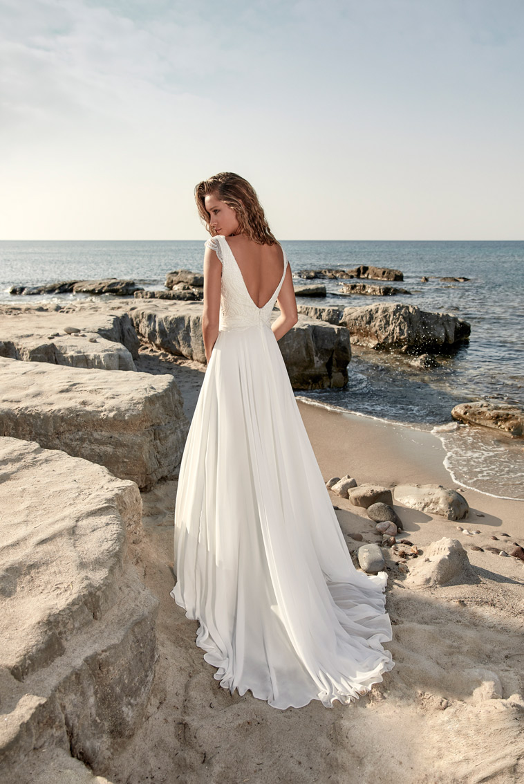 Boho chic brudekjole med fin top og dyb v-udskæring